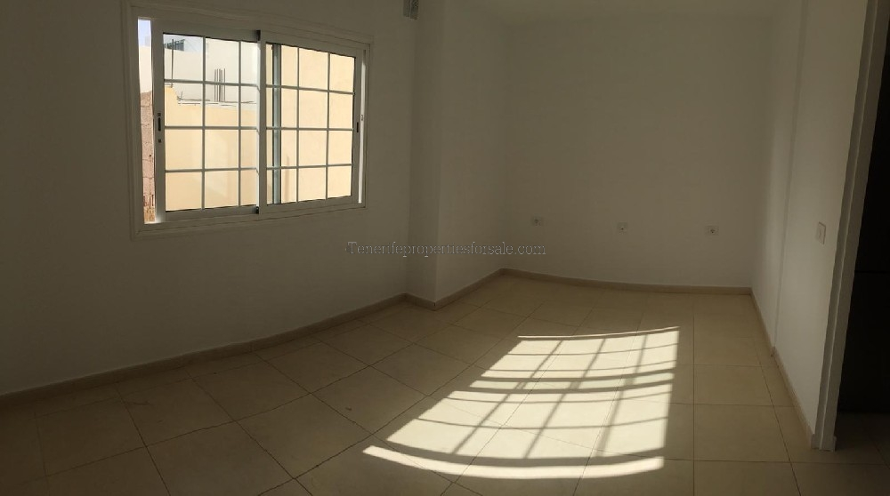 A1E760 Apartment  Armenime Euros 75,000