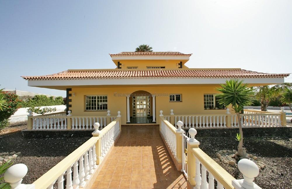 A6E817 Villa