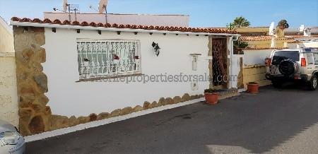 2E140 Villa CALLE CENTRO Chayofa 450000 €