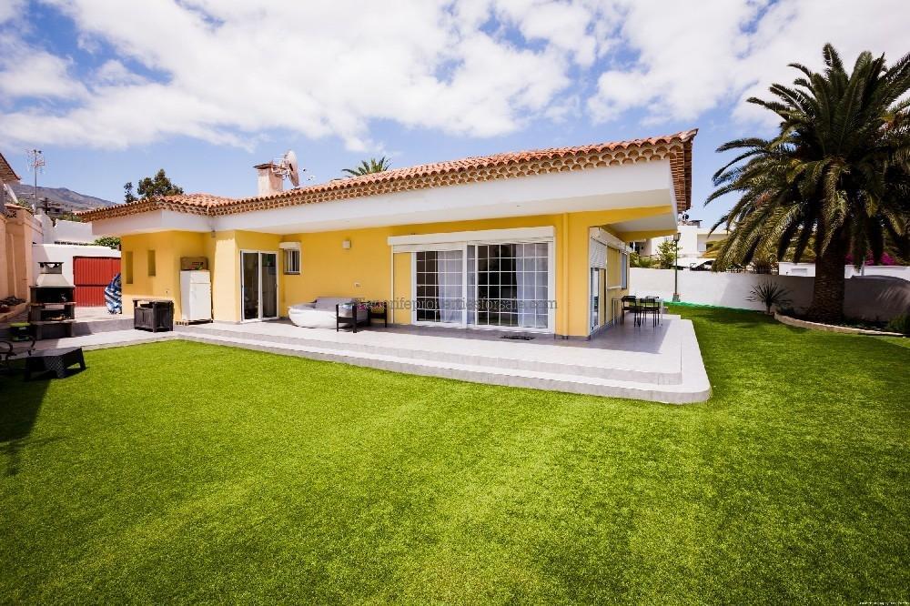 A3E1072 Villa LA FLORIDA La Camella 430000 €