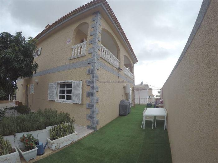 A4A425 Villa