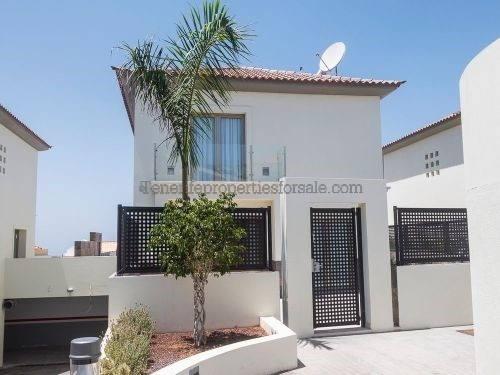 A4E442 Villa
